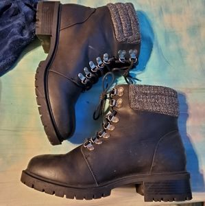 BLACK FAUX LEATHER SWEATER-TRIMMED HIKER BOOT (WW)